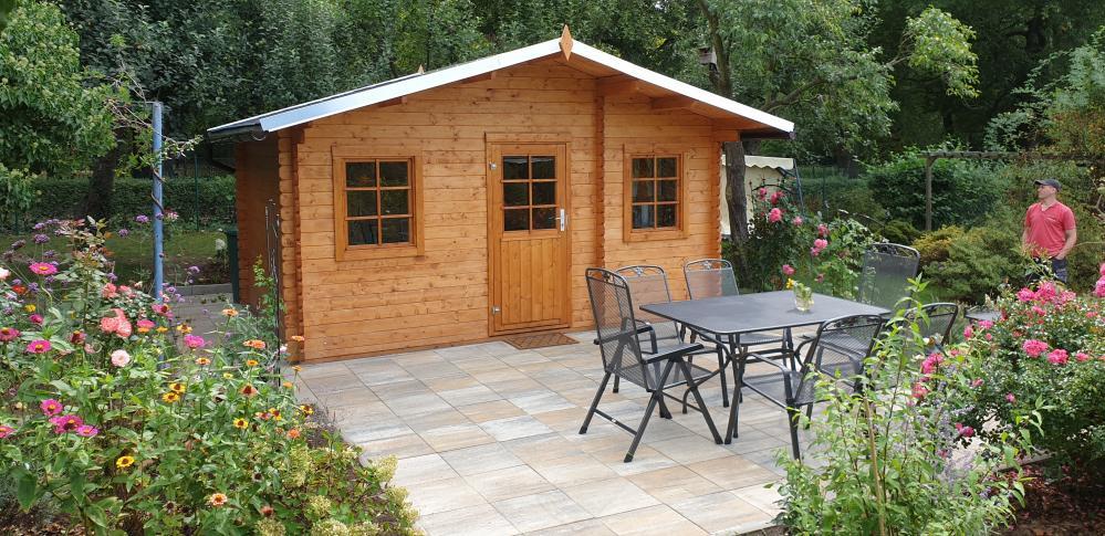 Montage Gartenhaus mit umlaufender Terrasse