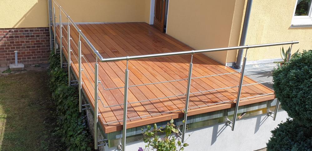 Terrasse Bangkirai mit Geländer